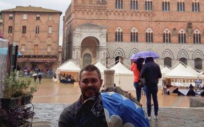In viaggio sulla Francigena. E' arrivato in Piazza del Campo il nostro camminatore solitario. Grande Jacopo!