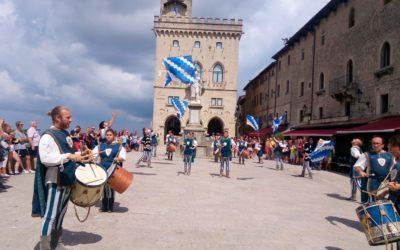Invasione biancazzurra sul Titano. Weekend di spettacolo a San Marino per il Gruppo sbandieratori dei Canneti