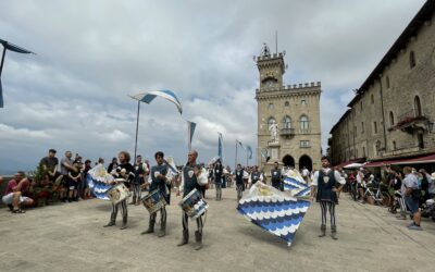 Le bandiere dei Canneti nel cielo di San Marino. Giornata da ricordare con la fotogallery di Linda Bernazzi